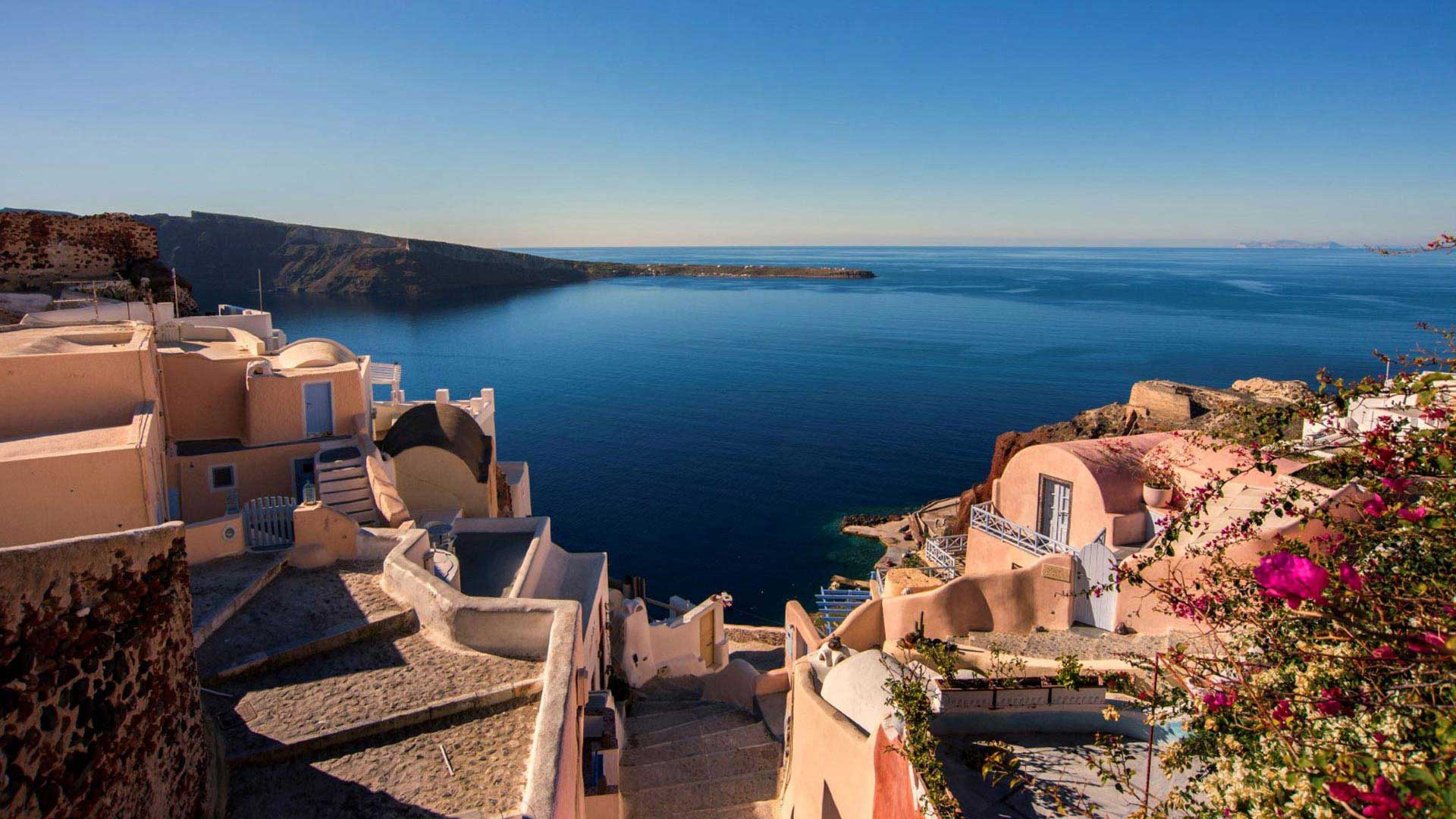 view of traditional houses and the blue sea during Santorini private tours